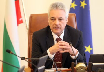 Премиерът призова КЗК да посочи монополите и картелите, комисията отказа