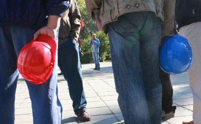 Миньори плашат със стачки и трошене на слънчеви паркове