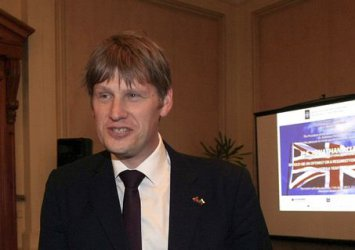 Британският посланик призова партиите и бизнеса за обща енергийна стратегия