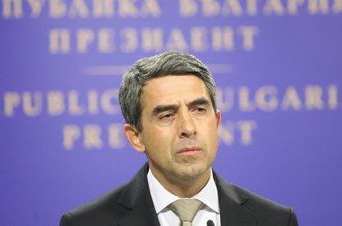 Президентът сезира КС за ВЕИ-таксата, но пуска бюджета