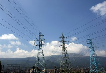 Регулаторът размисли, поскъпването на тока тръгва отсега