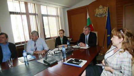 Шефовете на ДФЗ: Заради министър Греков са застрашени милиарди по селската програма