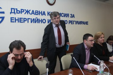 Две оставки в ДКЕВР, Еленко Божков мълчи