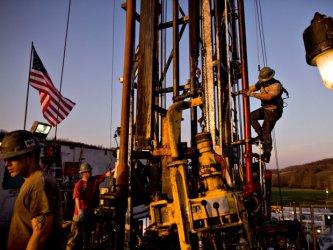 Петролните цени накланят политическото и икономическото равновесие в полза на САЩ