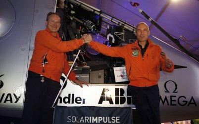 Соларен самолет излетя на околосветско пътешествие от Абу Даби