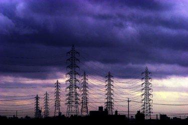 Търговия с ток на тъмно захранва нови енергийни монополисти