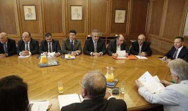 Гръцките компании ще могат по-лесно да превеждат на пари за плащане на внос