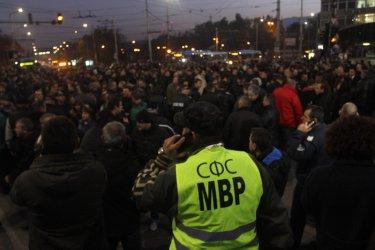 Полицейски бунт блокира центъра на София и части в страната, властта е безсилна