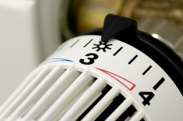 Топлофикациите недоволни от орязването на цените на тока им