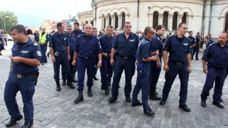 Полицаи ще протестират за заплати на 5 юли