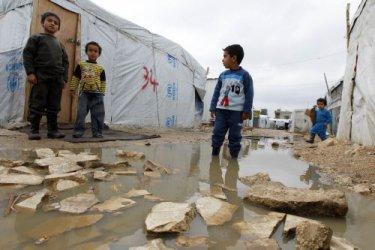 ЕК дава още 1.22 млн. евро за подобряване на условията за бежанците в България