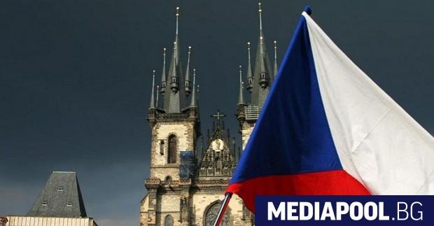 Мигранти с бурки и хиджаби нападат чешка пенсионерка, ритват проходилката