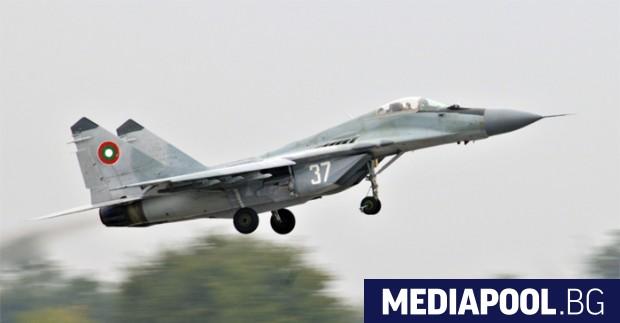 Снимка: Бойните пилоти отказаха да летят