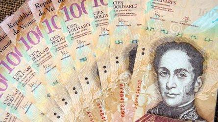 """Минималната заплата във Венецуела """"скочи"""" с почти 1/3 до 4.30 долара"""