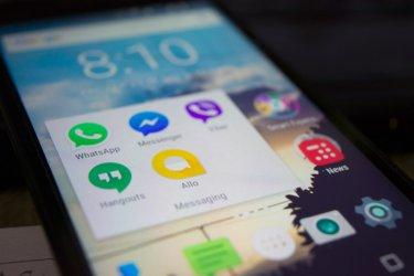 Телефоните с Андроид изпращали данни за проследяване до Гугъл