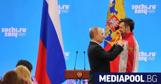 Президентът Владимир Путин връчва на Александър Третяков орден