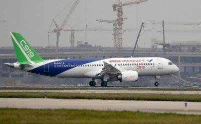 Втори успешен полет на първия китайски пътнически самолет за средни разстояния