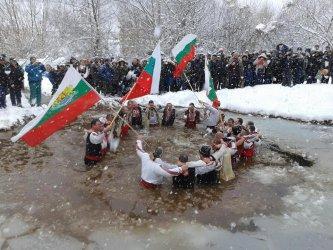 Близо 150 000 българи празнуват Йордановден