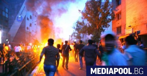 Антиправителствените протести са заменени от проправителствени Иранската революционна гвардия заяви,