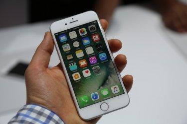"""Френската прокуратура разследва """"Епъл"""" за умишлено забавяне на по-старите модели """"Айфон"""","""