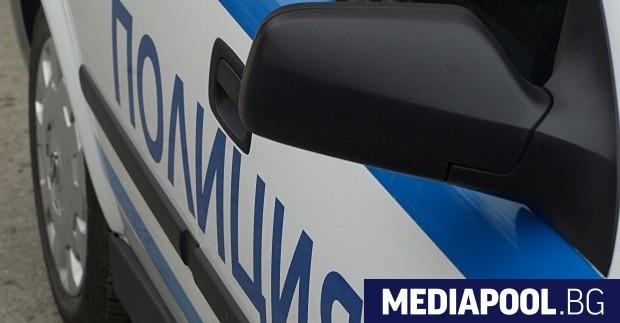 Пернишката полиция задържа двама от тримата бегълци, заподозрени за серията