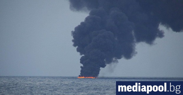 Иранският танкер, който потъна в Източнокитайско море, е оставил два