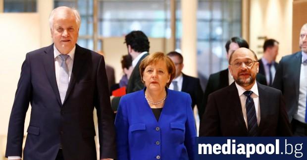 Лидерите на ХСС, ХДС и ГСДП Хорст Зеехофер, Ангела Меркел