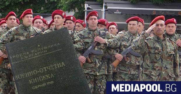 Българската армия няма войници, съвременно въоръжение и визия за развитие.