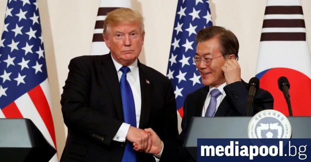 Доналд Тръмп с южнокорейския президент Мун Дже-ин в Сеул Президентът