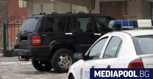 Двама мъже са набили трети в спор за паркомясто в