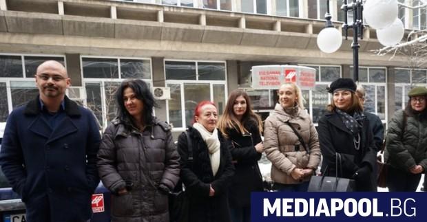 Протест пред сградата на БНТ срещу действията на Емил Кошлуков