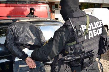 Мащабна операция на ГДБОП блокира Казанлък