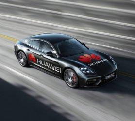 """""""Хуауей"""" демонстрира първата кола, управлявана от смартфон"""