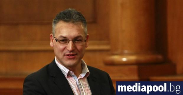 Предложението на управляващите за отстраняване на депутата от БСП Валери