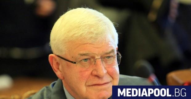 Здравният министър Кирил Ананиев обвини във вторник управителя на здравната