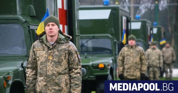 Момент от тържественото предаване на линейките на украинската армия през