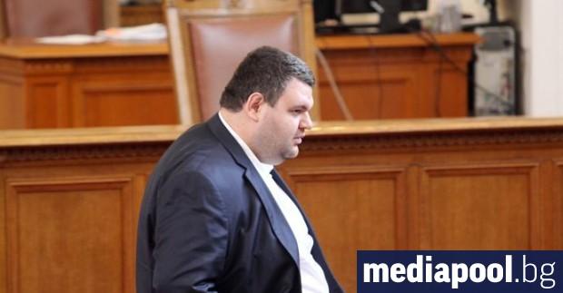 Депутатът от ДПС и крупен бизнесмен Делян Пеевски посъветва бащински