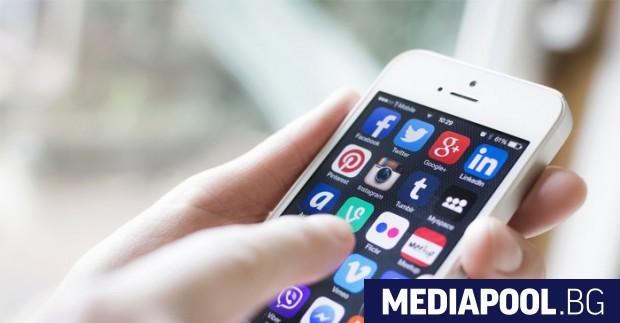 Проучване сред притежателите на мобилни телефони показва, че 43 на