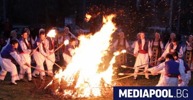 Православната църква днес отбелязва Сирни Заговезни, празника на всеобщото опрощение,