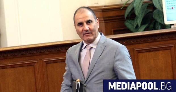 Президентът Румен Радев завижда на премиера Бойко Борисов. Министър-председателят пък