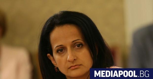 Карина КараивановаПредседателят на Комисията за финансов надзор Карина Караиванова спази