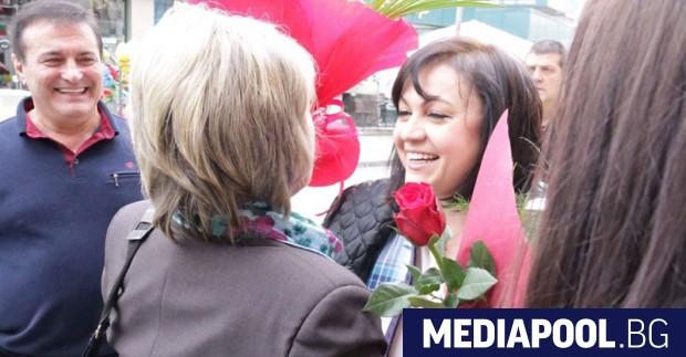 Корнелия Нинова Ръководството на БСП призова в понеделник министър-председателя Бойко