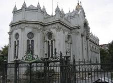 Хиляди българи посрещнаха Великден в Желязната църква в Истанбул