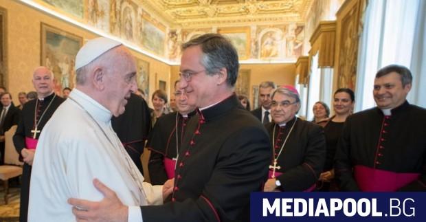Папа Франциск и Дарио Вигано през 2017 г. Завеждащият връзките