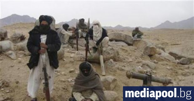 Талибански бойци превзеха окръг в афганистанската провинция Газни и убиха