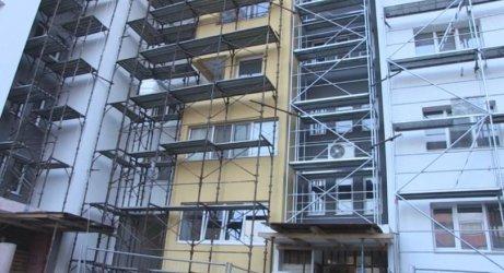Правителството с амбиция да обнови 42 000 жилищни сгради