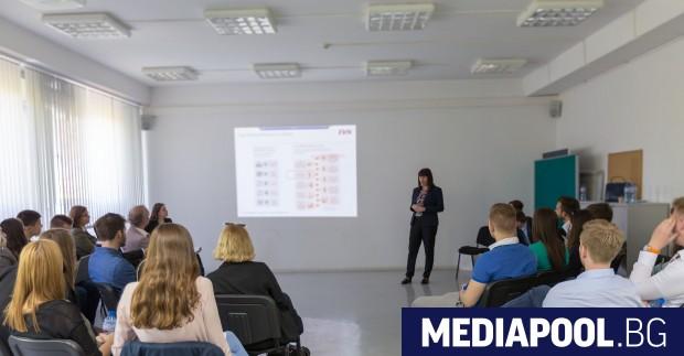 Международна група студенти от Виенския университет по икономика и бизнес