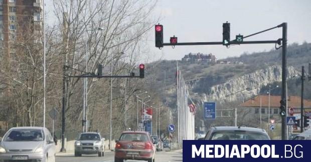 Видеоклип, запечатал поредната проява на агресия на пътя на светофар