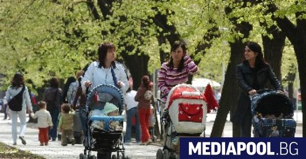 Българските жени получават средно с 15.4% по-малко от мъжете, което