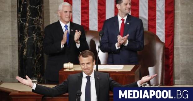 Еманюел Макрон преди да започне речта си пред Конгреса на